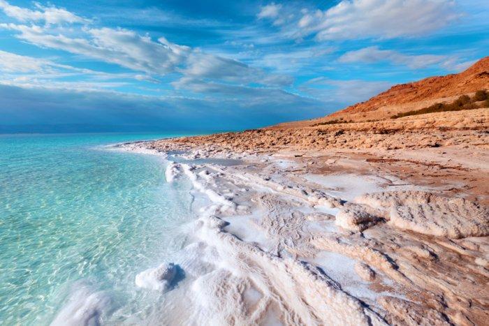 Почему вода в Мертвом море считается ядовитой