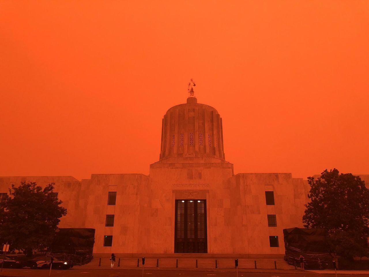 Дым от лесных пожаров в штате Орегон