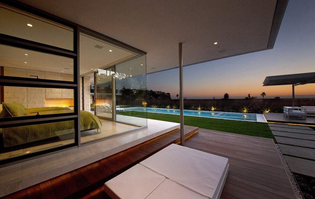 Современный семейный дом с открытой архитектурой в США