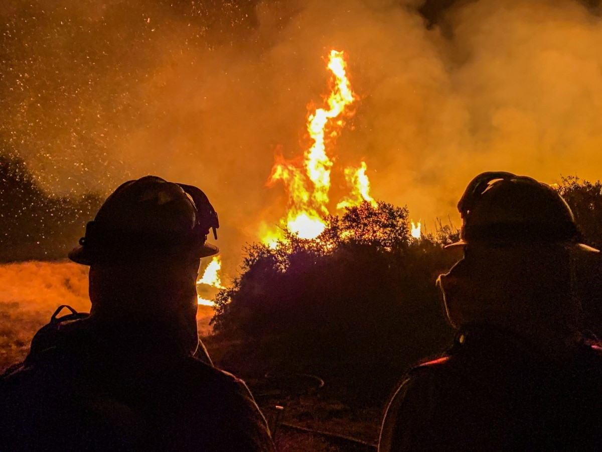 В Калифорнии лесные пожары бушуют во время экстремальной жары