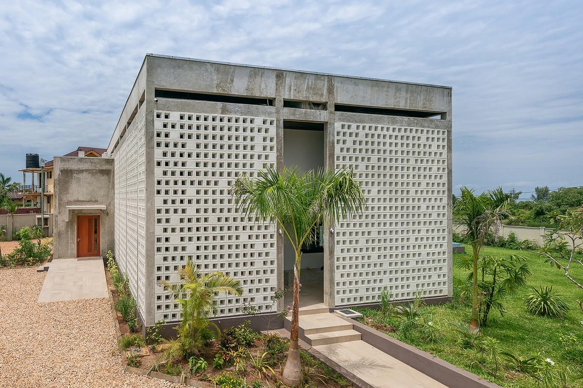 Дом со стенами-экранами в Танзании