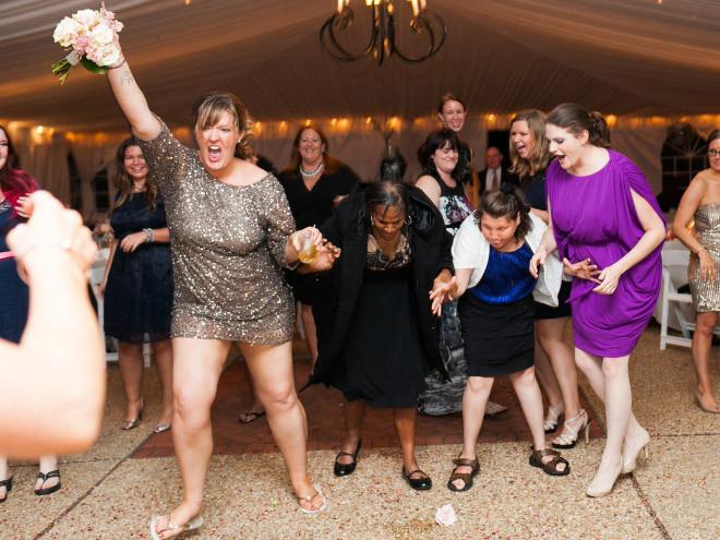 Когда очень хочется замуж: подружки невесты и букет