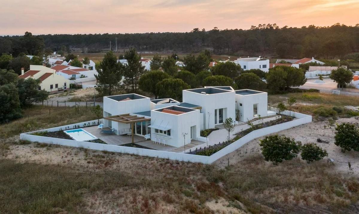 Дом на побережье Атлантического океана в Португалии Картинки и фото