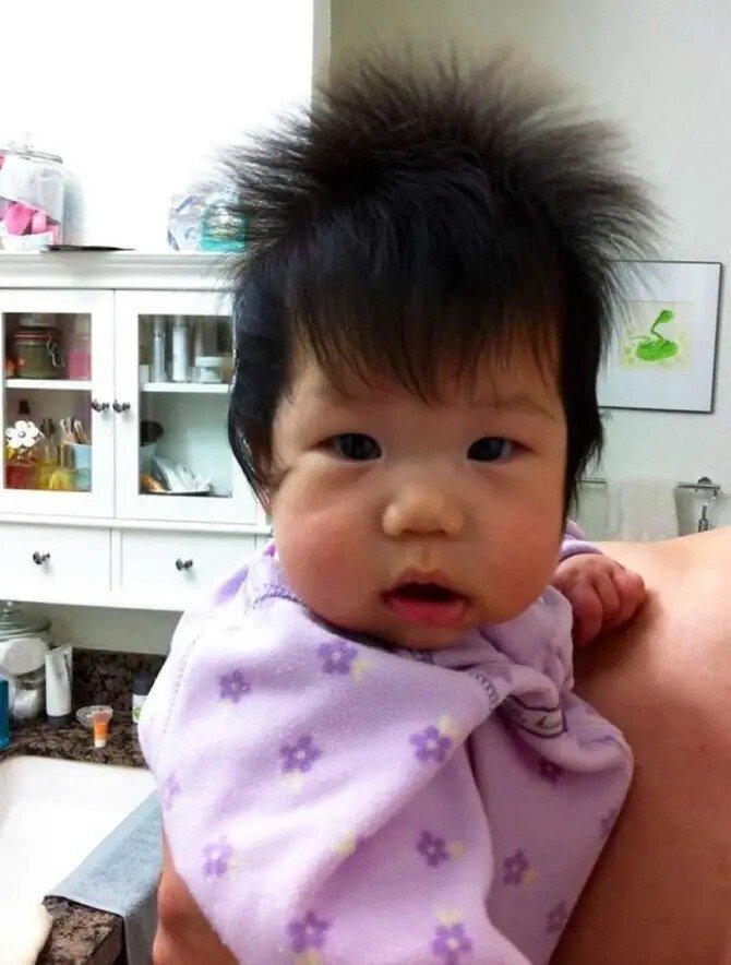 Милые детишки, которые родились с шикарными шевелюрами