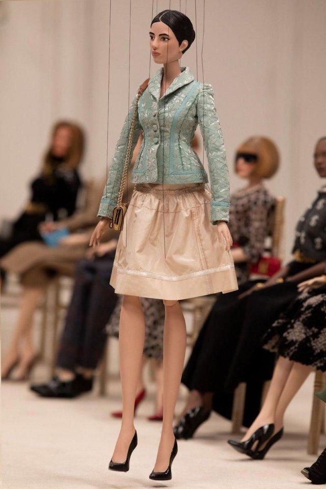 Весеннюю коллекцию одежды показали необычные модели