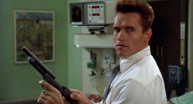 Что за пистолет был у Шварценеггера в Красной Жаре?