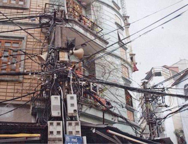 Пугающие и опасные примеры электропроводки за границей