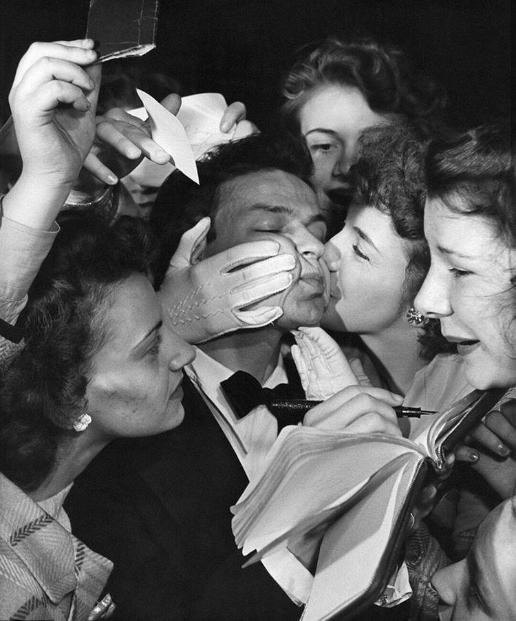 Редкие фотографии знаменитостей, показывающие особую атмосферу прошлого