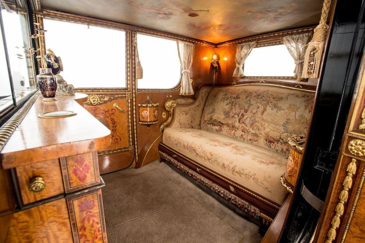 Самый дорогой Rolls-Royce в истории и чудо китча: Фантом Любви