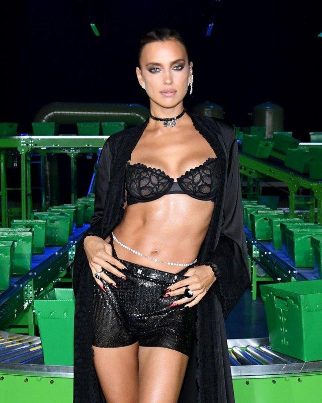 Западные модницы отправились на показ, чтобы представить нижнее белье