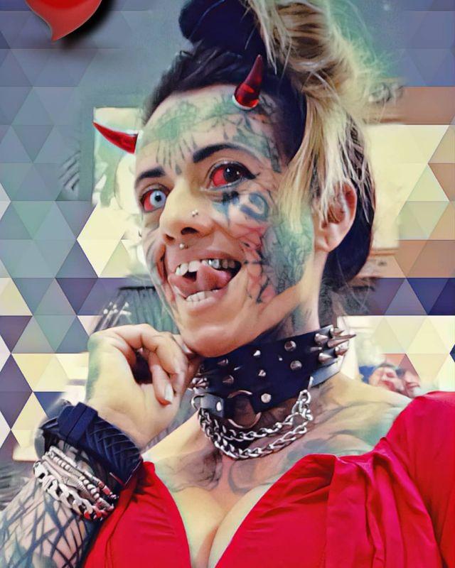 Бразильянка Кэрол Праддо, которая превратила себя в женщину-демона