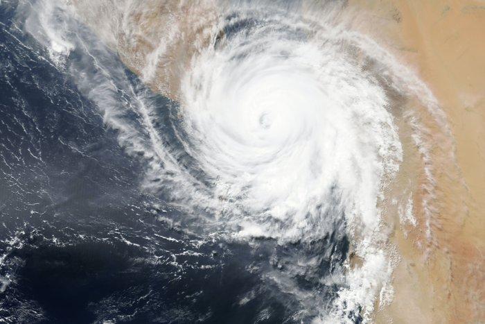 Чем отличаются тайфун, ураган и цунами