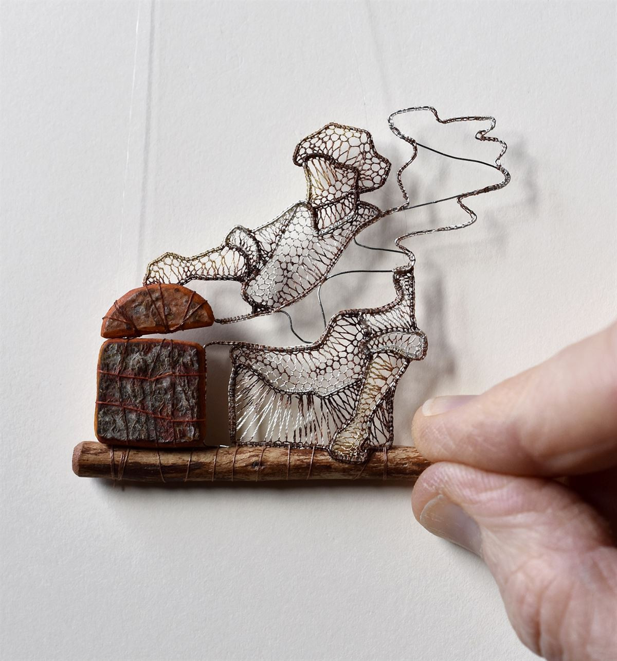 Миниатюрные кружевные скульптуры от Агнес Херцег