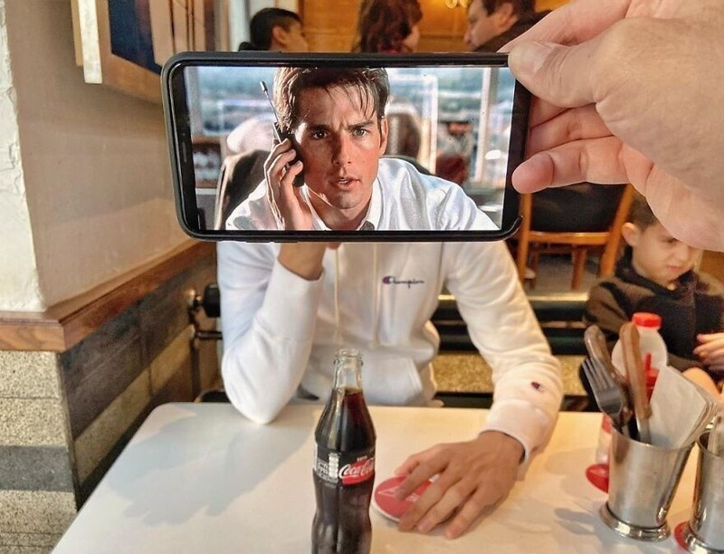 Забавные фотоколлажи, сделанные с помощью двух смартфонов