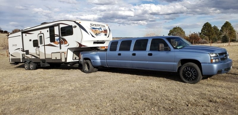 Необычный семидверный лимузин Chevy Silverado
