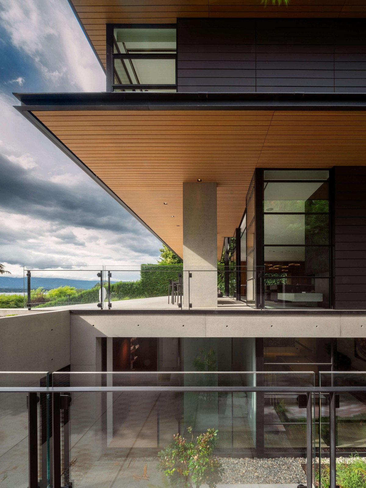 Современный дом у Женевского озера в Швейцарии