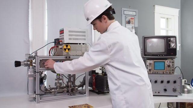 12-летний американец собрал дома действующий ядерный реактор