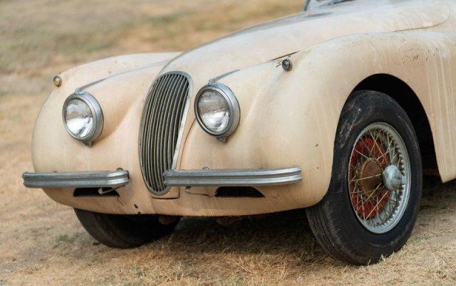 Jaguar XK120 1954 года несколько десятилетий пылился в гараже