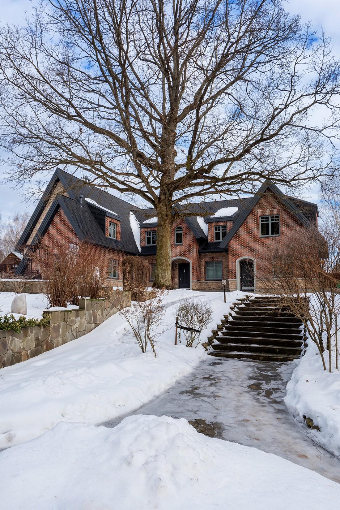 Загородный дом в стиле Тюдор в Подмосковье