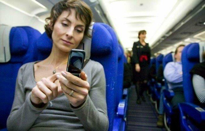 Зачем в самолете запрещают пользоваться телефоном?