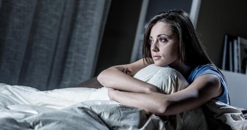 Из-за чего дурные мысли мешают нам заснуть?