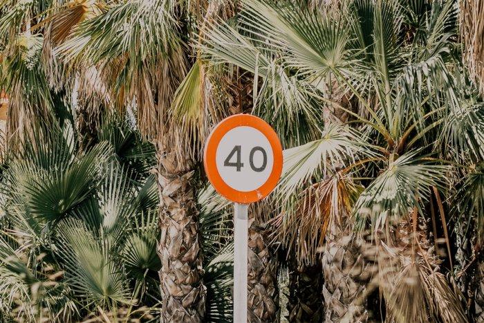 Почему говорят сорок, а не четыредесят?