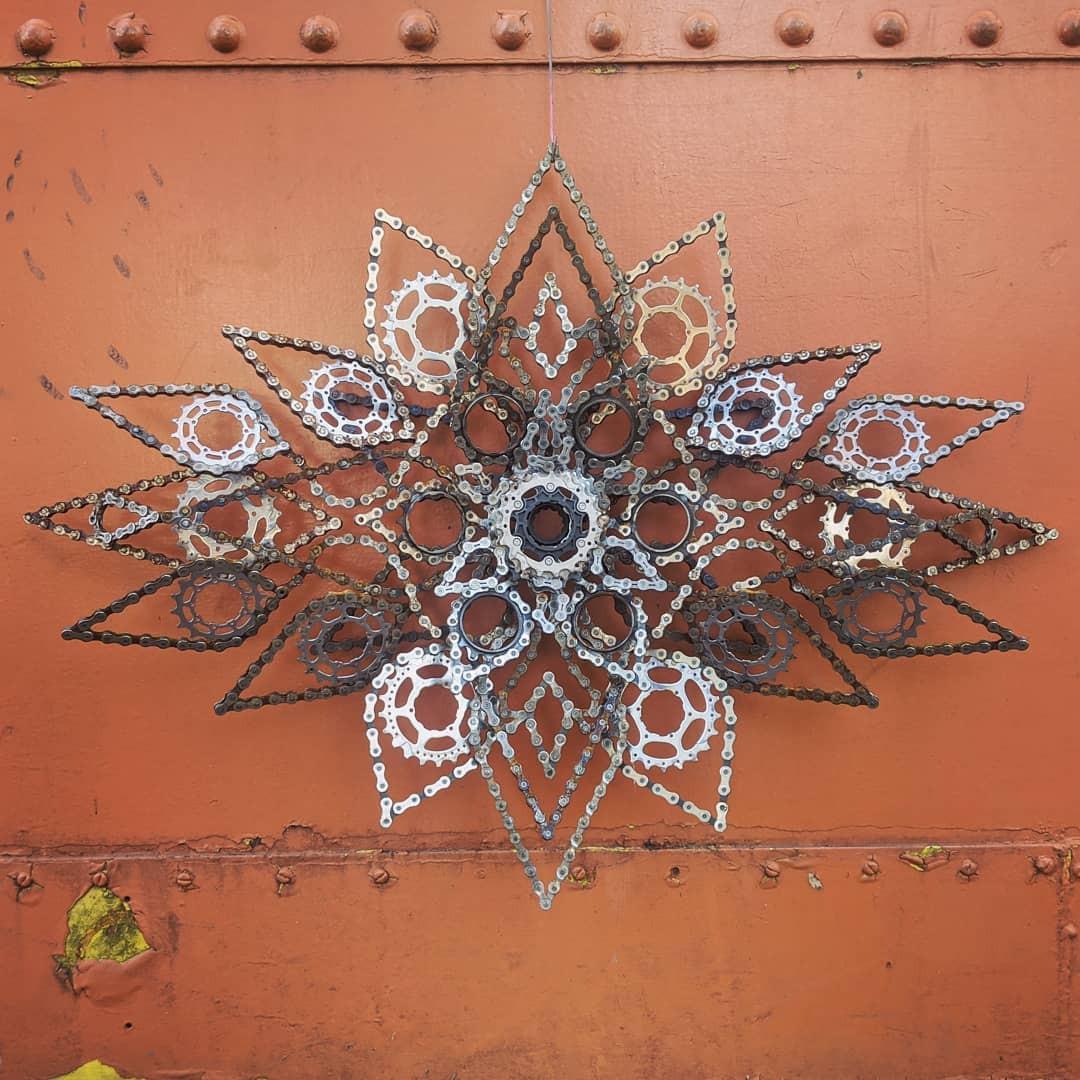 Произведения искусства из старых велосипедных цепей
