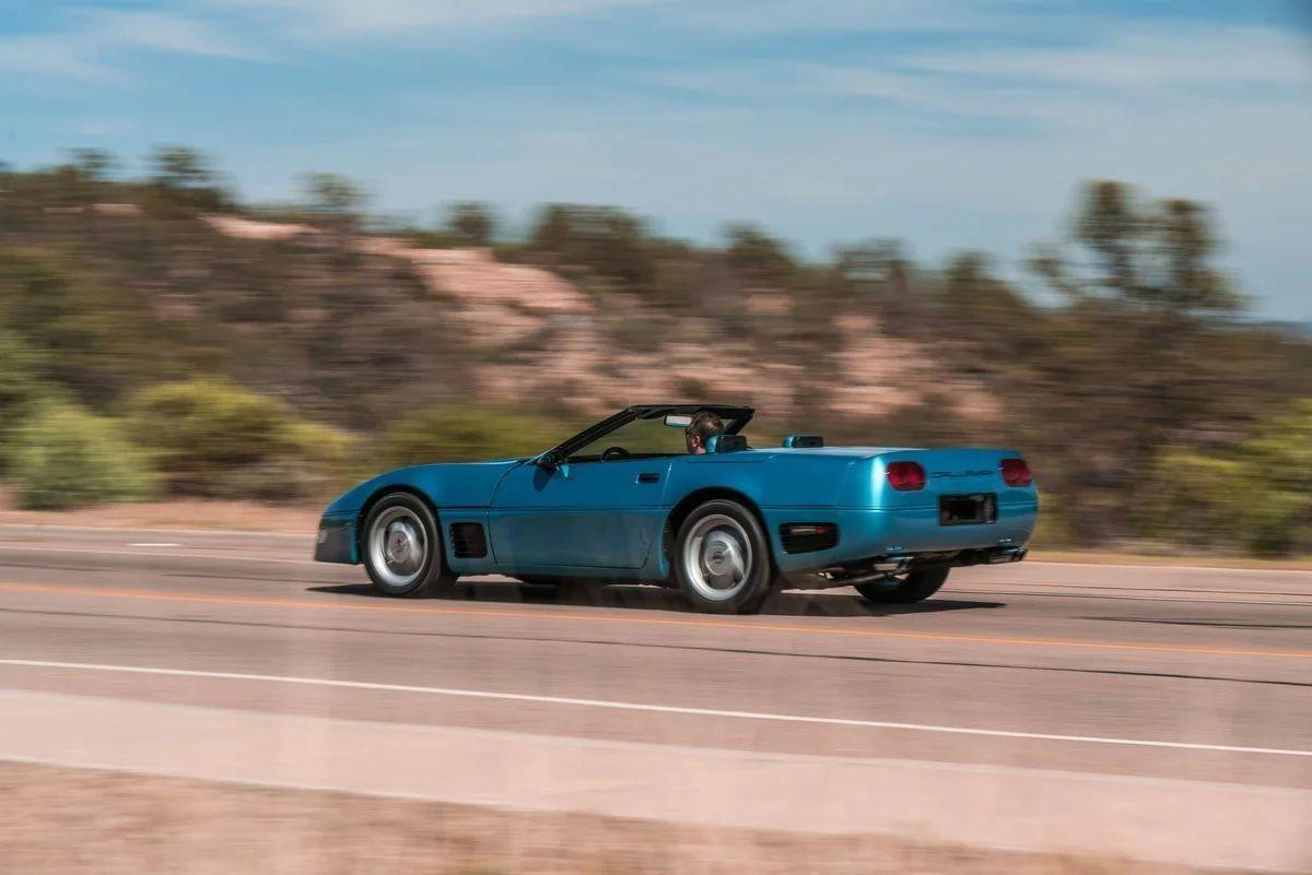 Прокачанный Chevrolet Corvette Callaway Twin Turbo конца 80-х
