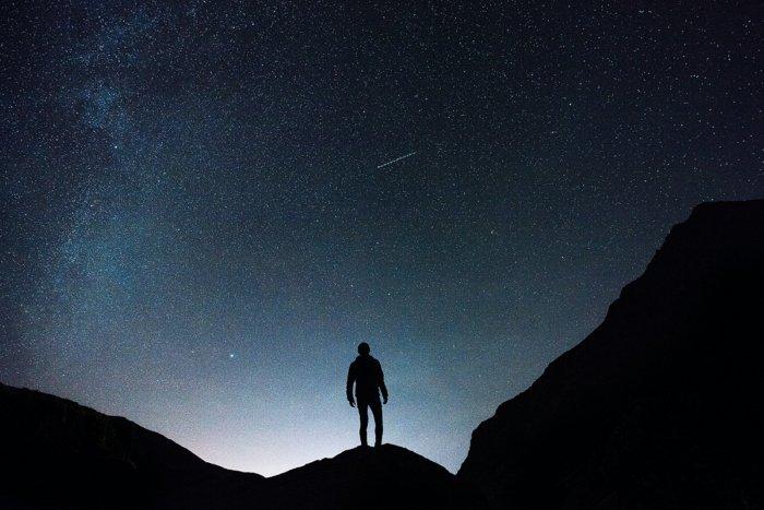 Почему расстояния в космосе измеряются не в километрах?