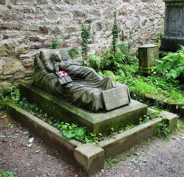 Самые странные и необычные надгробные памятники
