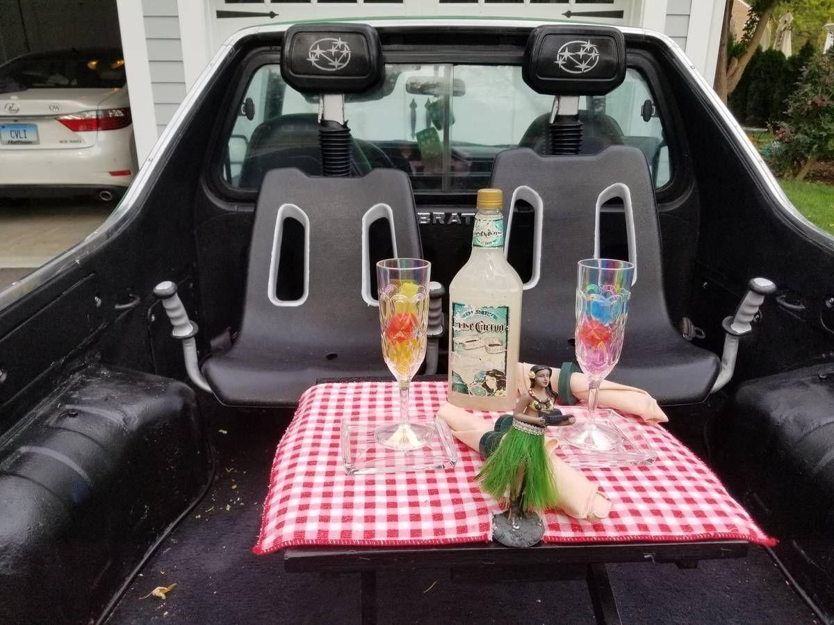 Необычный пикап Subaru с гильотинными дверями и столиком для пикника