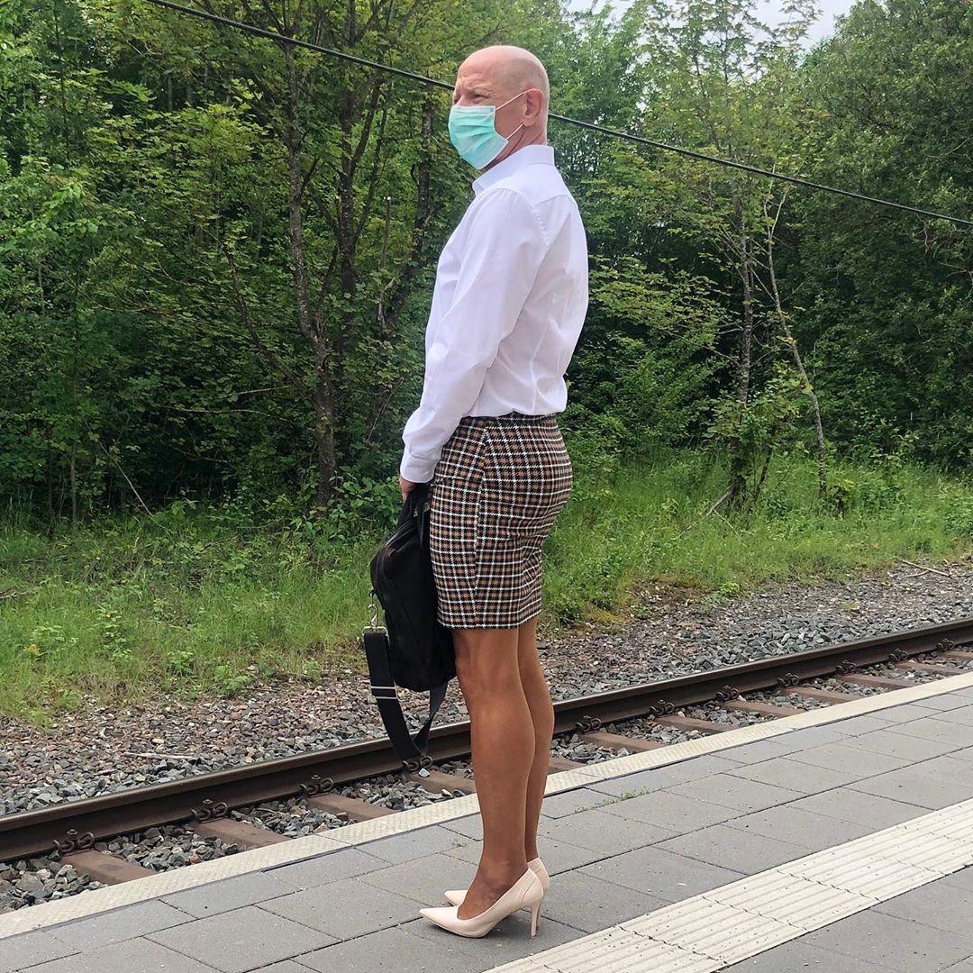 61-летний мужчина, который ходит в женской одежде