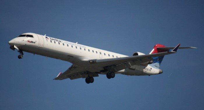 Почему самолёты не делают из более прочных материалов?