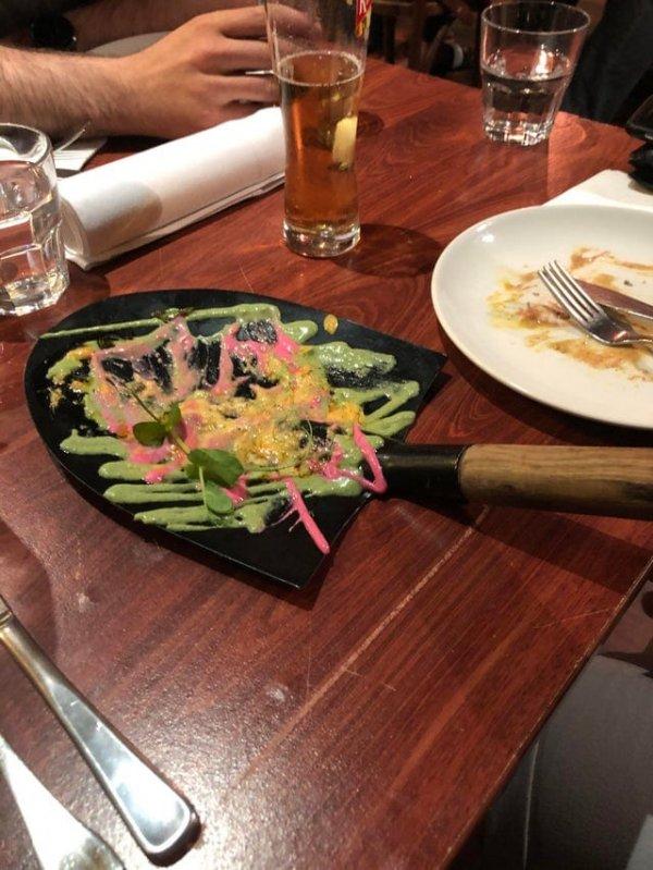 Причуды ресторанов, которые перемудрили с подачей блюд