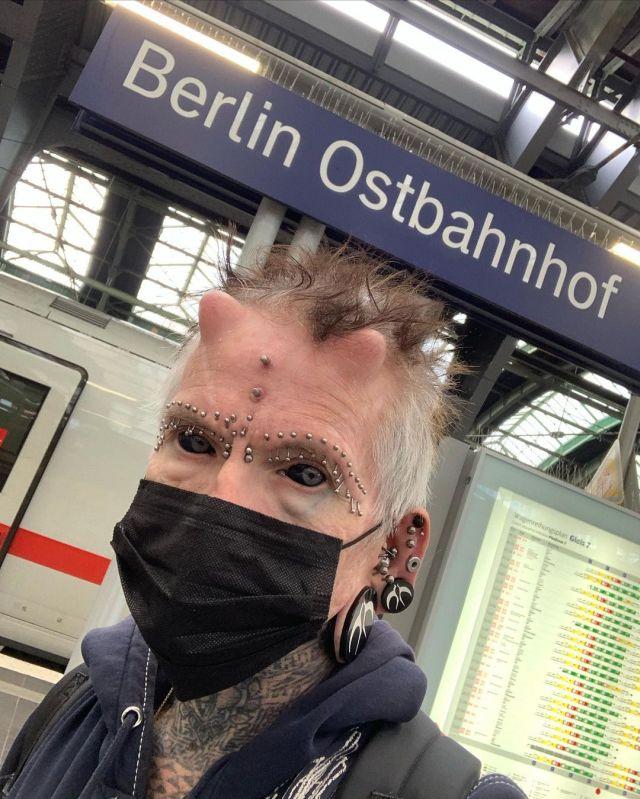 61-летний немец Рольф Бухгольц сделал 516 бодимодификаций