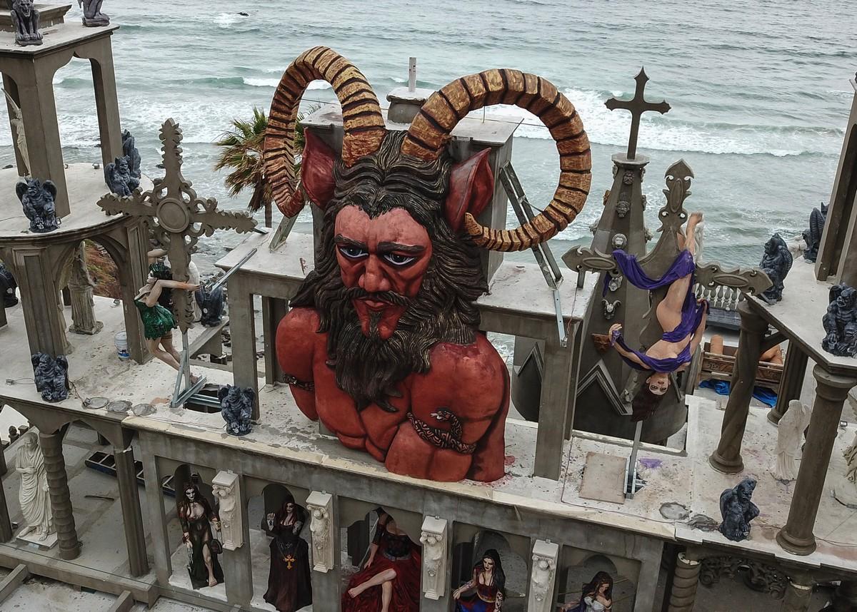 Американец построил причудливый Замок Дьявола в Мексике