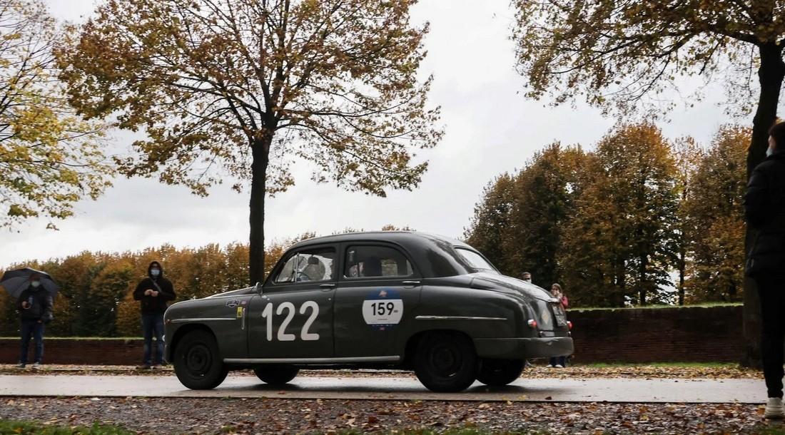 Ралли старинных автомобилей Mille Miglia в Италии
