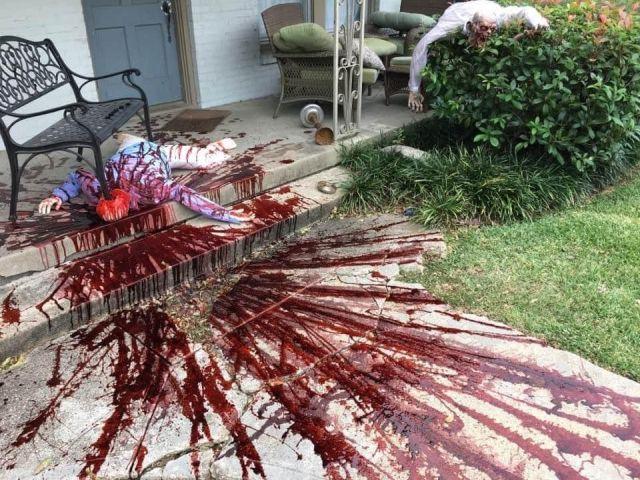 Американец Стивен Новак украсил свой дом на Хэллоуин и слегка перестарался