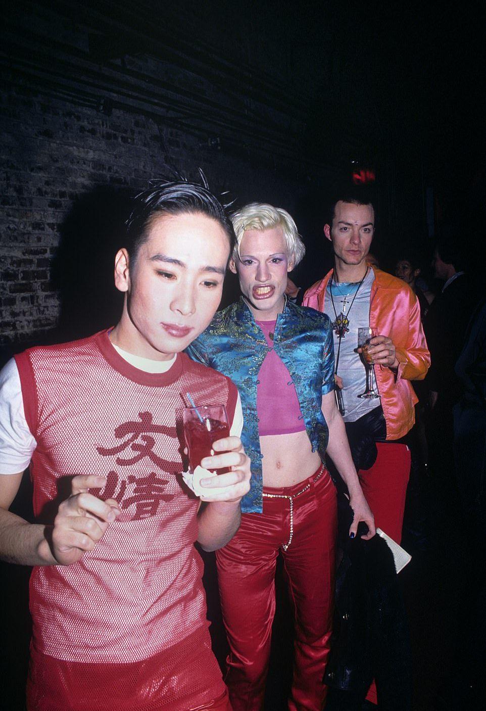 Ночная жизнь клубов Нью-Йорка 1990-х на снимках Стива Эйхнера