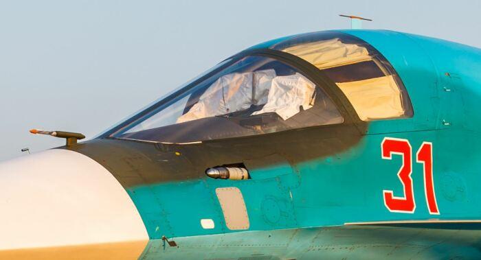 Почему у самолетов Су-34 желтые стекла, и для чего это нужно?