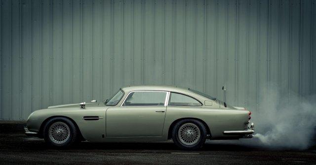Копию автомобиля Джеймса Бонда Aston Martin DB5 продали на аукционе