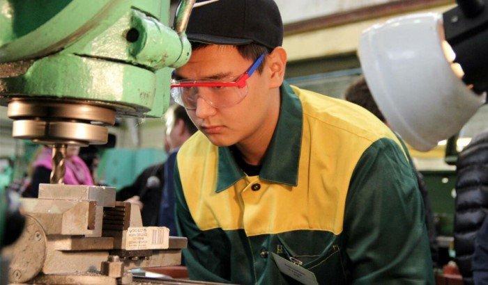 Люди каких профессий и областей деятельности носят очки?