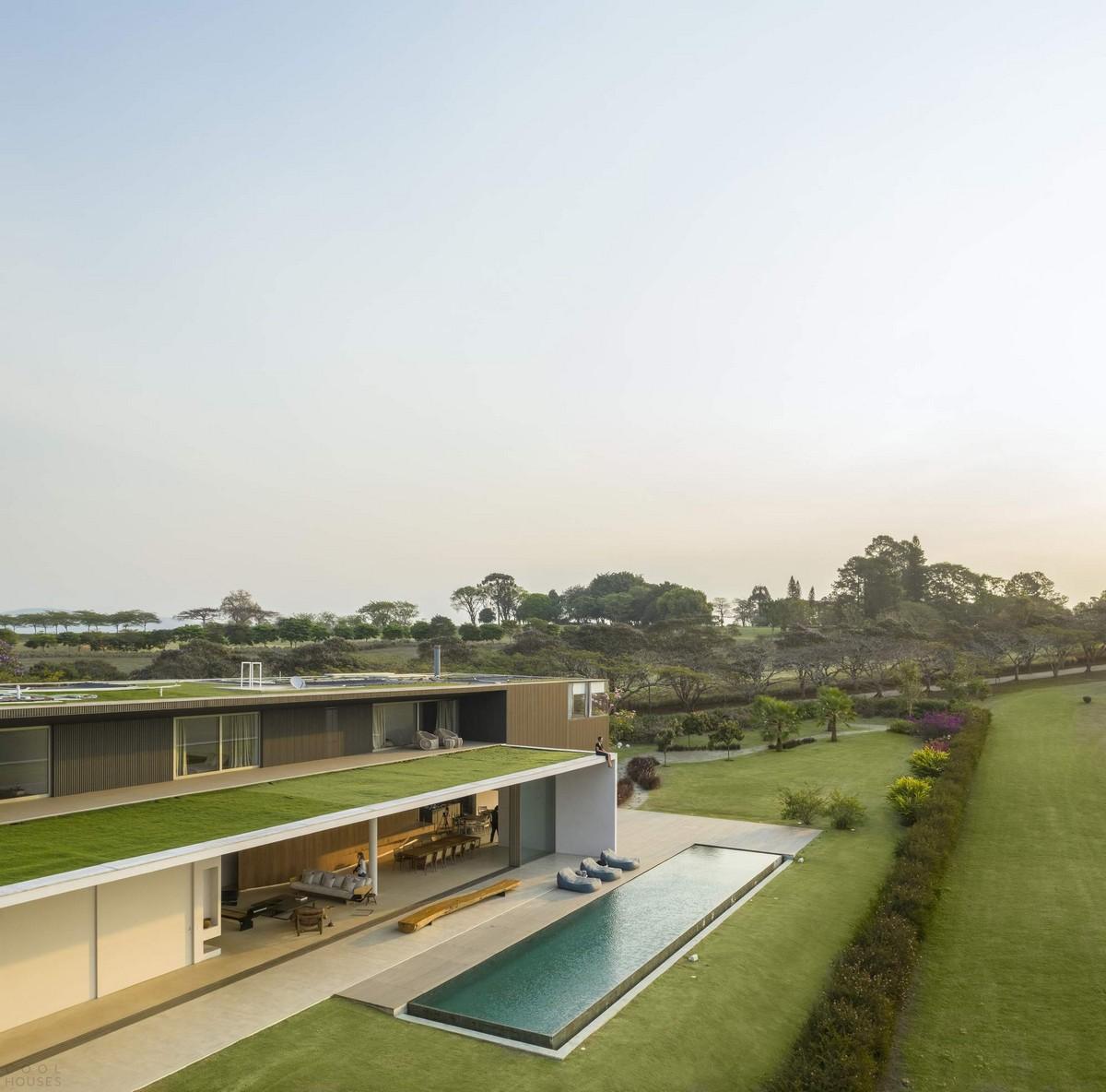 Загородный дом с зеленой крышей в Бразилии