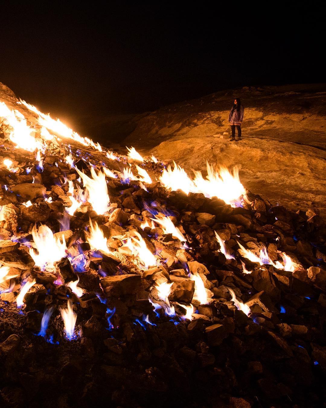 Завораживающая вечно горящая огненная гора в Иране