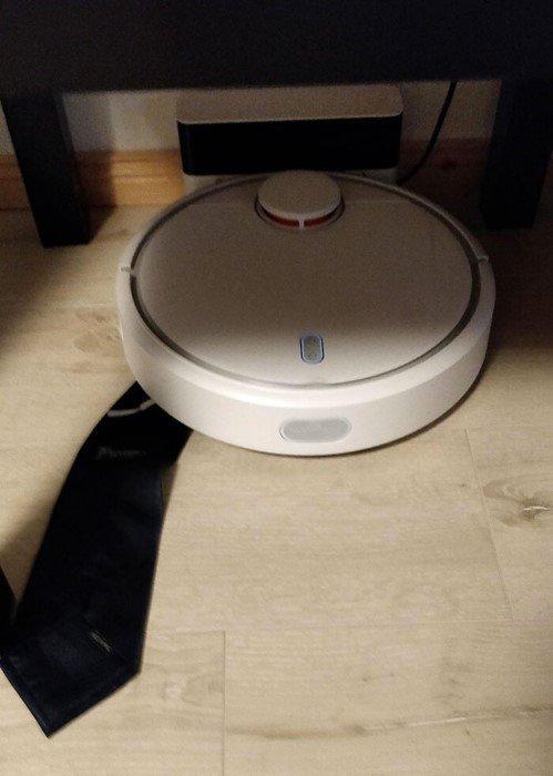 Иногда роботы-пылесосы чудят и устраивают беспорядок