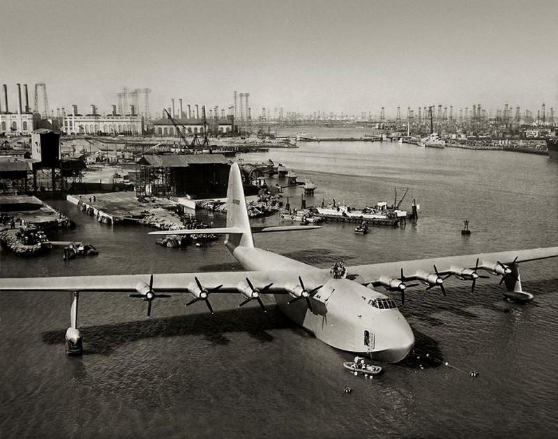 Самые большие среди военных самолетов