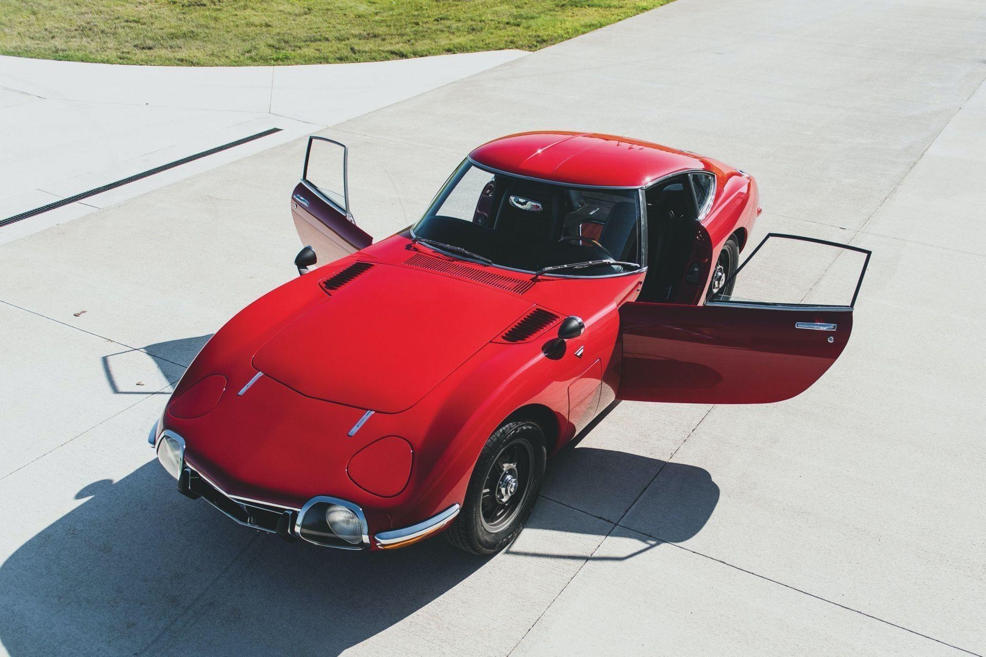 Легендарную Toyota 2000GT 1967 с левым рулем продали на аукционе