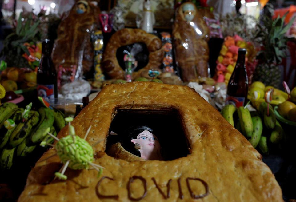 Боливийцы по местной традиции украсили черепа