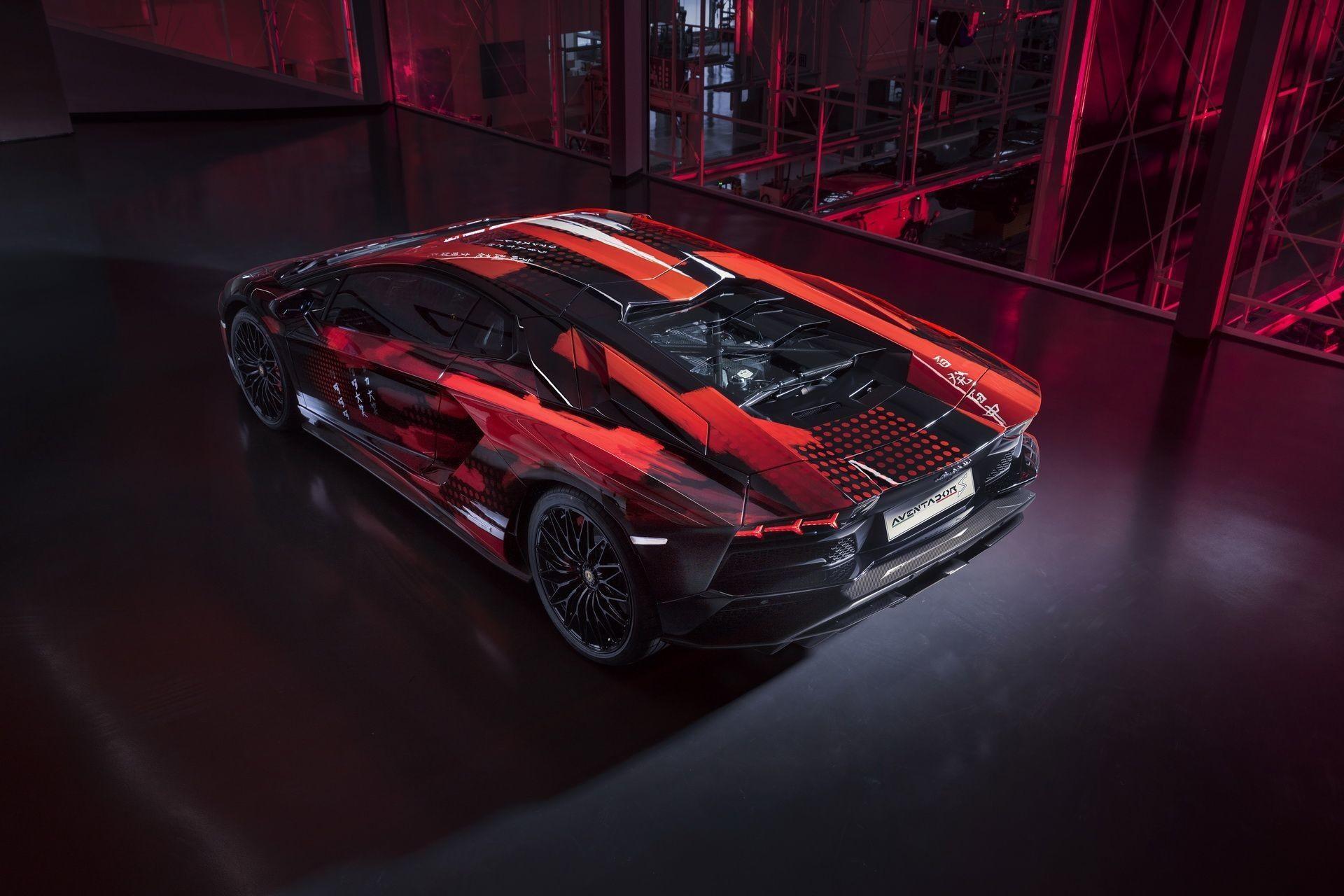 Модельер превратил Lamborghini Aventador S в арт-объект