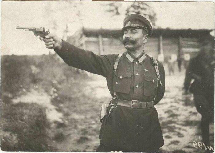 За что наган не любили русские и советские офицеры